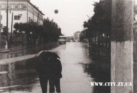 Вулиця Театральна в дощовий день